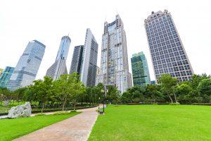 oficinas de empresas con espacios verdes para un buen entorno laboral
